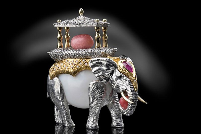 Conch Pearls, Ulm, Stand H3.207 Creativum, Unikat-Anhänger aus 750 GG - Perlenraritäten - lupenreinen und pinkfarbenen Brillanten und einem Saphir von Conch